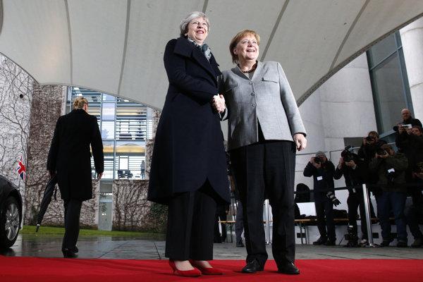 Theresa Mayová s Angelou Merkelovou na snímke z decembra 2018.