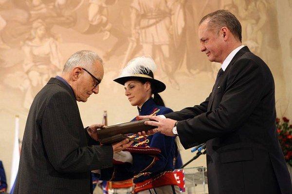 Pavol Vilikovský dostal ocenenie za zásluhy o rozvoj slovenskej kultúry, osobitne v oblasti literatúry.