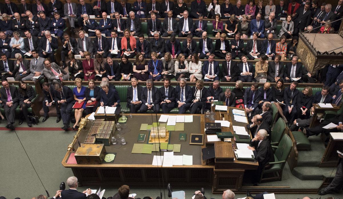 781f78ef1d8e Hneď za sebou má premiérka Mayová svojich ministrov. Vzadu ľudí