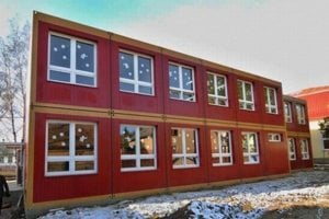 Modulové školy dokáže samospráva postaviť za 3 až 4 mesiace. Podobná funguje napríklad v Podhoranoch. Štát dá na ňu peniaze, najmä ak ide o prístavbu k už existujúcej budove.