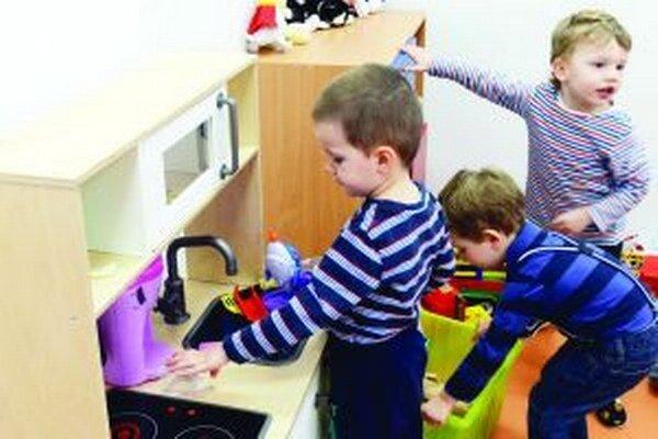 Ružomberskí rodičia spojili sily a spísali petíciu, v ktorej žiadali vrátenie poplatkov na pôvodnú výšku.