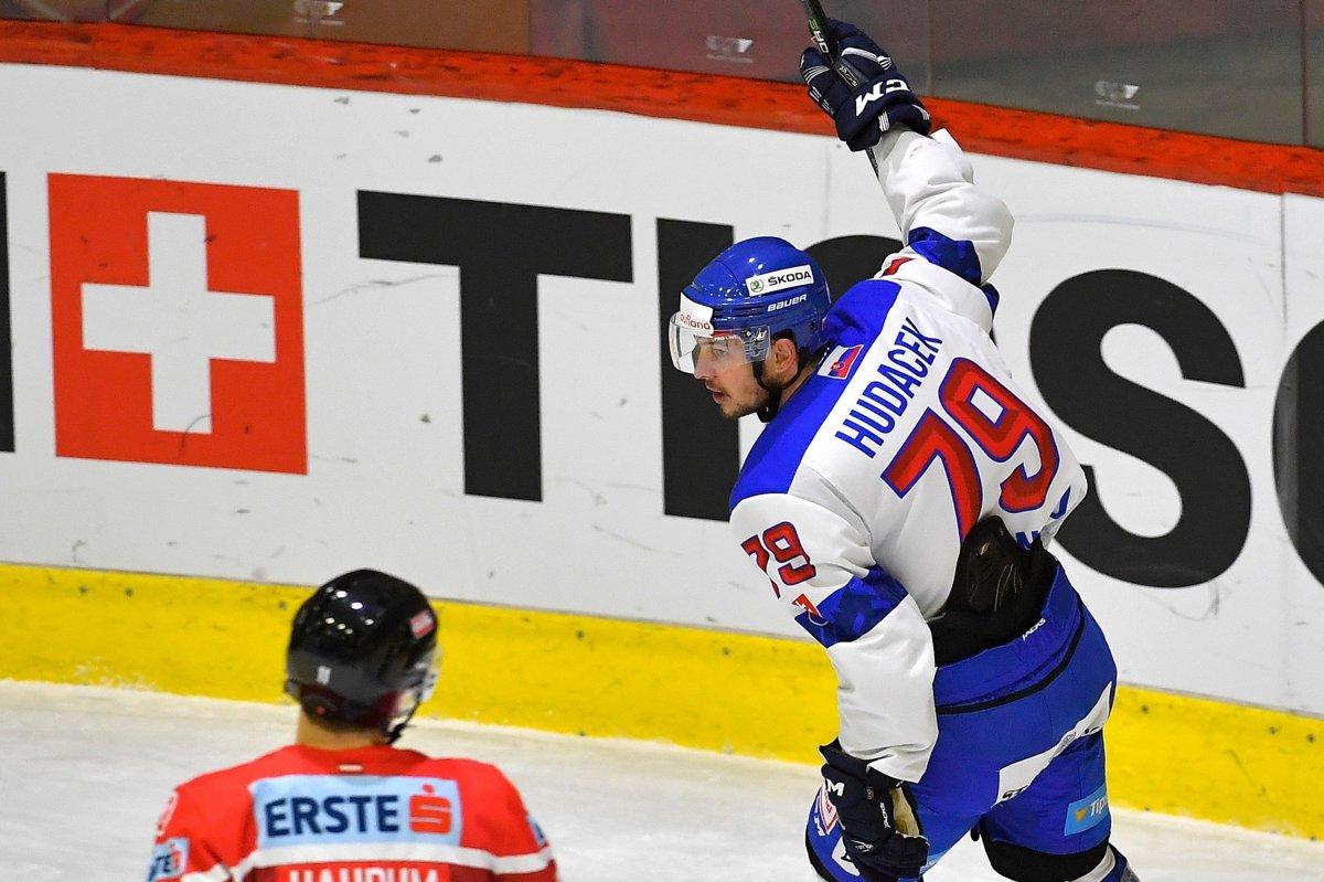 74ed9625ff Kľúčovým hráčom Slovenska v zápase proti Rakúsku bol Libor Hudáček.