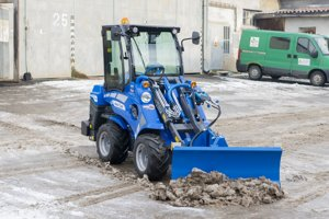 Nový kolesový traktor.