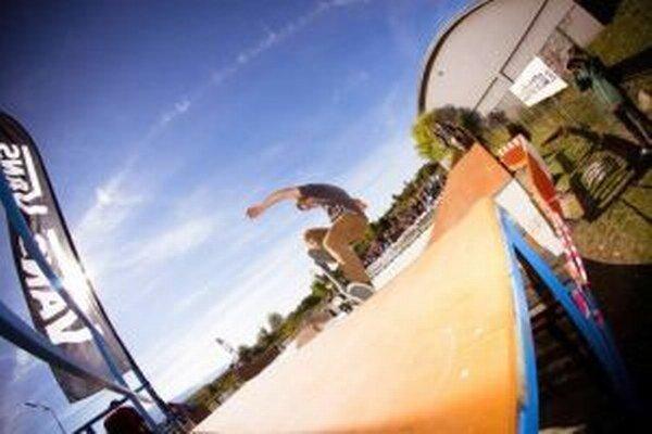 Jedným z podporených projektov bol aj Skateboard bez hraníc, v rámci ktorého vynovili liptovskomikulášsky skejtpark.