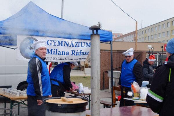 K obľúbeným tímom patrí tradične aj partia pedagógov zo žiarskeho gymnázia.