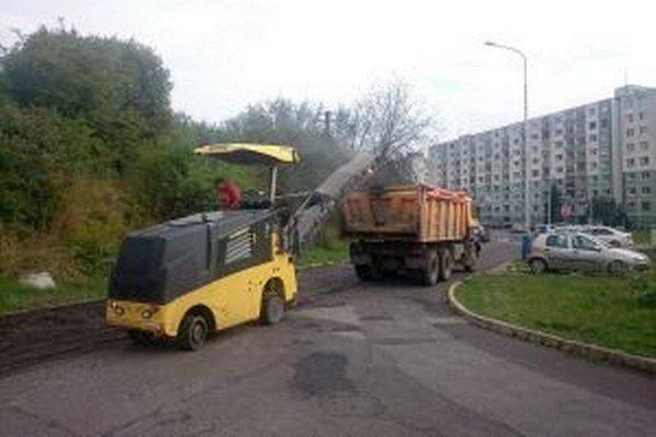Na Podbrezinách a v Palúdzke budú mať cesty s novým asfaltovým povrchom.