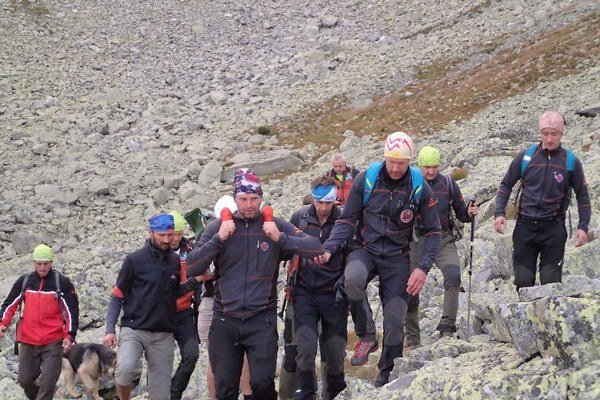 V tragickej nehode došlo včera popoludní v oblasti nebezpečného Baníkova. Nejde ani zďaleka o prvú obeť, ktorá spadla z tohto skalného kopca, ktorý si vyslúžil aj prezývku zradný krásavec.