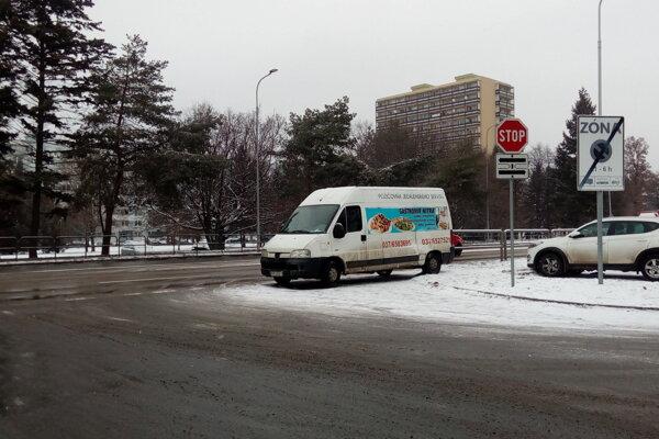 Tragická nehoda sa stala dnes predpoludním na Triede Andreja Hlinku v Nitre.
