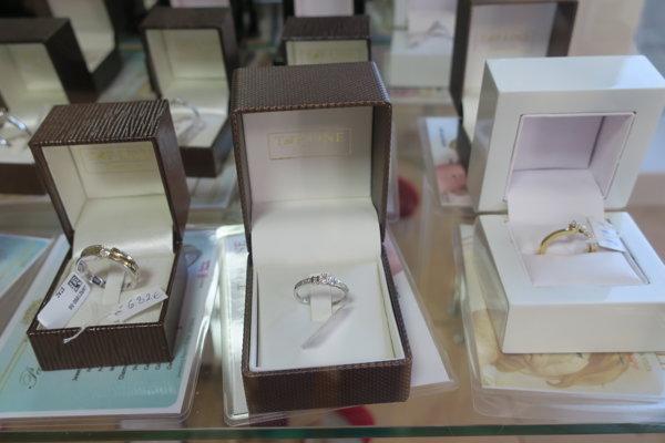 Najviac sa predávajú prstene, zlato najčastejšie nakupujú ženy.