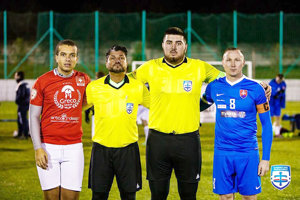 Marek Bajči (druhý sprava) absolvoval premiéru v malom futbale.
