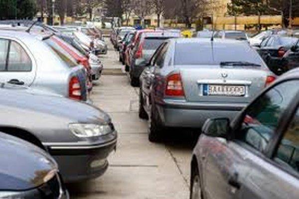 Zlodej ukradol auto z najväčšieho liptovského sídliska.