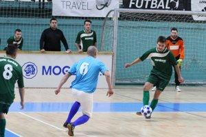 V prvom zápase turnaja Čifáre (v zelenom) porazili Jedľové Kostoľany 2:1 po góle z poslednej minúty.