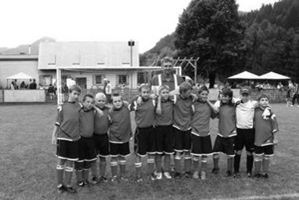 Ešte v lete v Stankovanoch spriadali smelé plány a netajili ani postupové ambície. No po jeseni siedmy tím III. A triedy (s ôsmimi bodmi) nateraz končí.