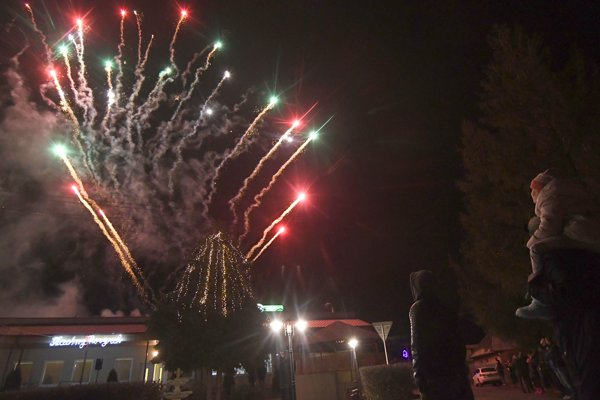 V obci Zemplínske Hradište v okreseTrebišov oslávili Nový rok 2019 ohňostrojom trochu netradične a to až 1. januára 2019 podvečer.