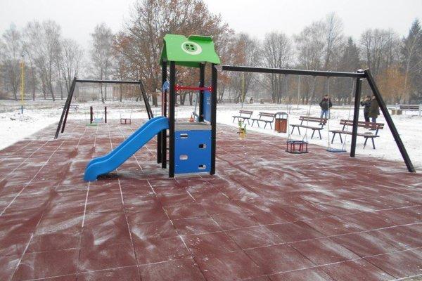 Ak to počasie umožní, deti sa tam môžu hrať už aj počas zimy.
