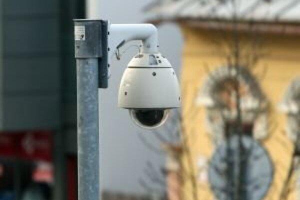 Výstup z kamerového systému možno použiť na odhalenie páchateľov trestnej činnosti.