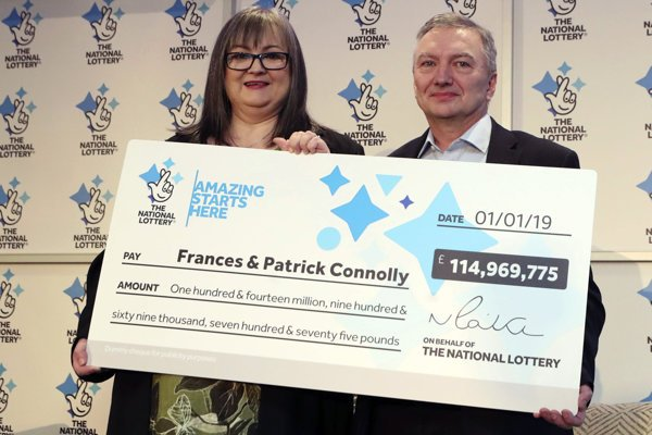 Šťastný pár vyhral v lotérii.