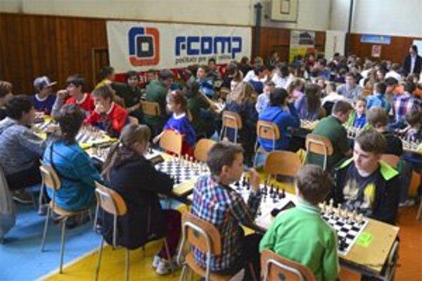V telocvični Gymnázia sv. Andreja usporiadal Šachový klub Ružomberok 16. ročník medzinárodného turnaja Ružomberok Open.