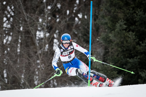 Petra Vlhová počas prvého kola pretekov svetového pohára v slalome žien v chorvátskom Záhrebe.