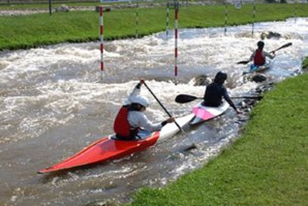 Areál vodného slalomu O. Cibáka. V uplynulých týždňov  sa na kanáli v pravidelných týždenných sústredeniach striedalo približne štyri až päť krajín