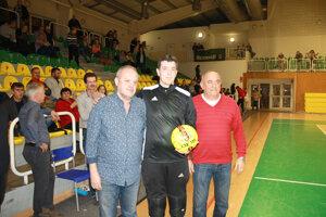 Cena fair-play turnaja bola udelená brankárovi Čajkova Františkovi Horniakovi za priznanie gólu, ktorý napokon znamenal prehru Čajkova vzápase Plavými Vozokanmi.