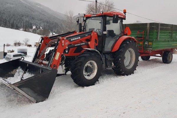 Z tohto traktora vypadlo 15 ľudí.