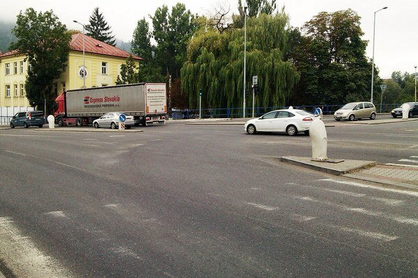 Najhoršia situácia bola na Považskej ulici  na križovatke s cestou do Dolného Kubína.