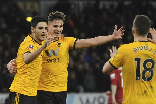 Hráči Wolverhamptonu sa tešia z víťazstva nad Liverpoolom.