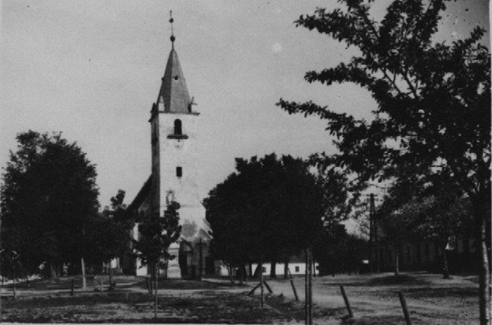 Dobový pohľad na kostol v Plaveckom Štvrtku.