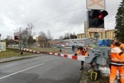 Dve nehody na tom istom železničnom priecestí v smere na Podborovú.