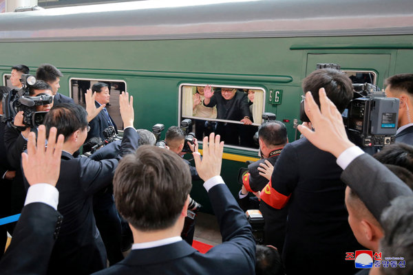 Kim pricestoval na návštevu Číny v pondelok.