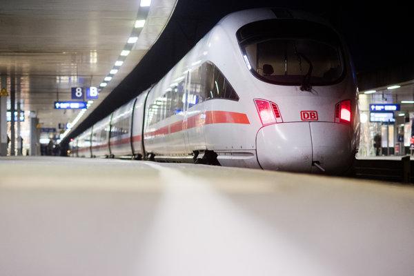 Vlak nemeckej železničnej spoločnosti Deutsche Bahn.