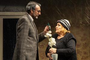 Ady Hajdu a Zita Furková v inscenácii divadla Astorka Čím rýchlejšie kráčam, tým som menšia