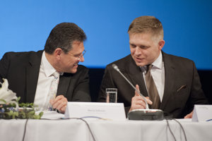 3. november 2016. Premiér SR Robert Fico (vpravo) a slovenský eurokomisár a podpredseda Európskej komisie pre Energetickú úniu Maroš Šefčovič na  5. výročnom fóre s názvom Stratégie EÚ pre dunajský región.
