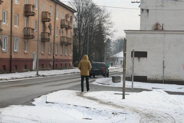 Odpratávanie chodníkov je na pleciach samospráv.