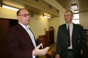 Krajský policajný šéf Radoslav Fedor, okresný šéf Jaroslav Dulík.