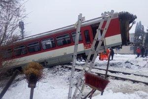 Následky dopravnej nehody ešte stále odstraňujú.