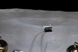 Výrez z panorámy Mesiaca.