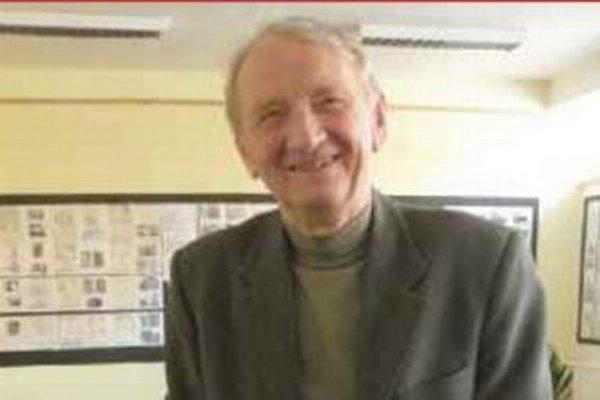 Dlhoročný zberateľ poštových známok oslavuje narodeniny deň po výročí vzniku mikulášskeho klubu filatelistov.
