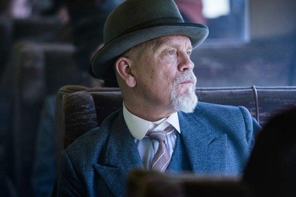John Malkovich ako Poirot v seriáli BBC.