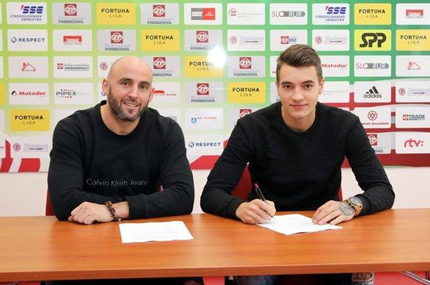 18-ročný stredný obranca Jakub Piotr Kiwior