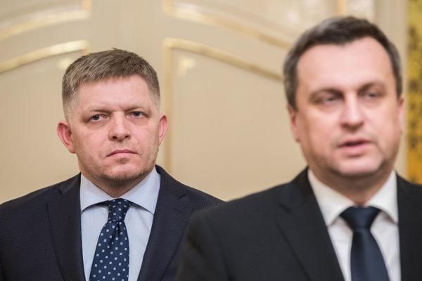 Finta Smeru a SNS, hodnotí mimoriadnu schôdzu parlamentu publicista Hrabko.