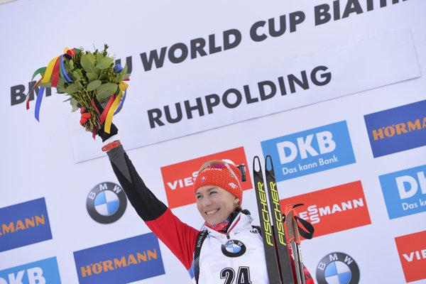 Na snímke slovenská biatlonistka Anastasia Kuzminová počas dekorovania po víťazstve v šprinte žien na 7,5 km v 5. kole Svetového pohára v nemeckom Ruhpoldingu vo štvrtok 17. januára 2019.