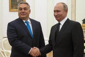 Vladimir Putin (vpravo) sa stretol s Viktorom Orbánom už deväťkrát.