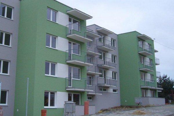 Trojizbové byty majú podlahovú plochu 63 metrov štvorcových, dvojizbové priemerne 58, jednoizbové 30,5 metrov štvorcových.