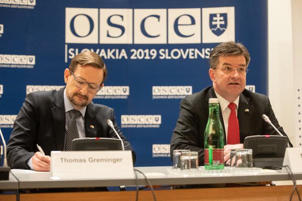 Zľava: Generálny tajomník OBSE Thomas Greminger a minister zahraničných vecí a európskych záležitostí SR a úradujúci predseda OBSE Miroslav Lajčák.