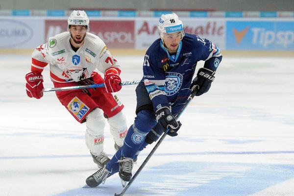 Róbert Lantoši (vpravo) patrí k najrýchlejším korčuliarom v slovenskej Tipsport lige.