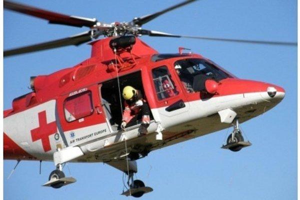 Leteckí záchranári včera ratovali lyžiarov.