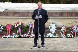 Minister obrany SR Peter Gajdoš v príhovore počas spomienkového podujatia pri príležitosti 74. výročia vypálenia obce Kľak.