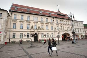 Dnešná podoba budovy, v ktorej sídla Lesy Slovenskej republiky.